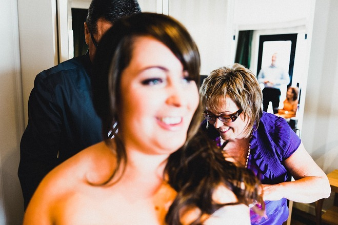 mother of bride tying dress